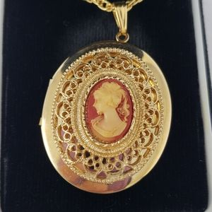 Jewelry - Vintage Left Facing Cameo Locket Pendent Necklace